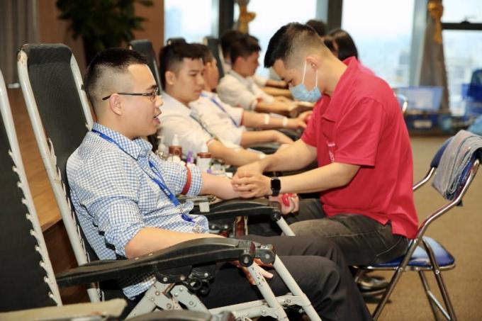 Hiến máu nhân đạo tại trụ sở FLC tại Hà Nội