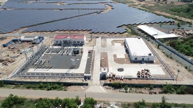 Nhà đầu tư ngoại đang tích cực thâu tóm các dự án điện mặt trời tại Việt Nam. Ảnh nhà máy điện mặt trời Vĩnh Hảo/Nguồn: ETRC