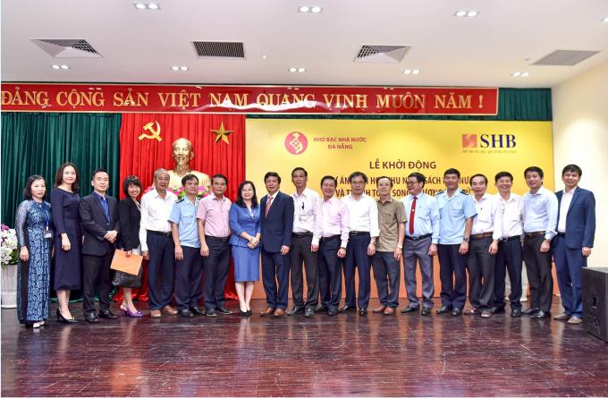 Đại diện KBNN TP Đà Nẵng và SHB chụp ảnh kỷ niệm tại Lễ khởi động Dự án thu NSNN và thanh toán song phương điện tử trên địa bàn thành phố