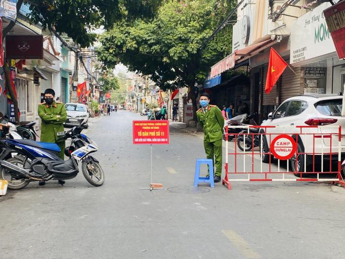 Chốt kiểm soát dịch bệnh tại Tổ dân phố số 11, phường Dư Hàng, quận Lê Chân