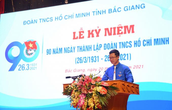 Đồng chí Thân Trung Kiên - Bí thư Tỉnh đoàn, Chủ tịch Hội LHTN tỉnh trình bày Diễn văn kỷ niệm 90 năm Ngày thành lập Đoàn TNCS Hồ Chí Minh