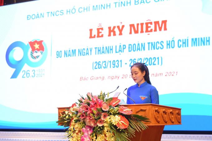 Đoàn viên Đỗ Thị Tú Anh - Chi đoàn 10A5, trường THPT Yên Dũng số 2, phát biểu hứa quyết tâm