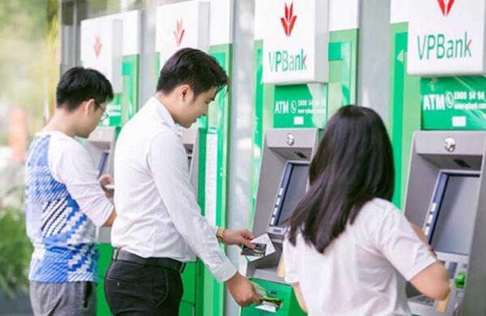 VPBank thông báo tăng phí rút tiền và phí SMS Banking.