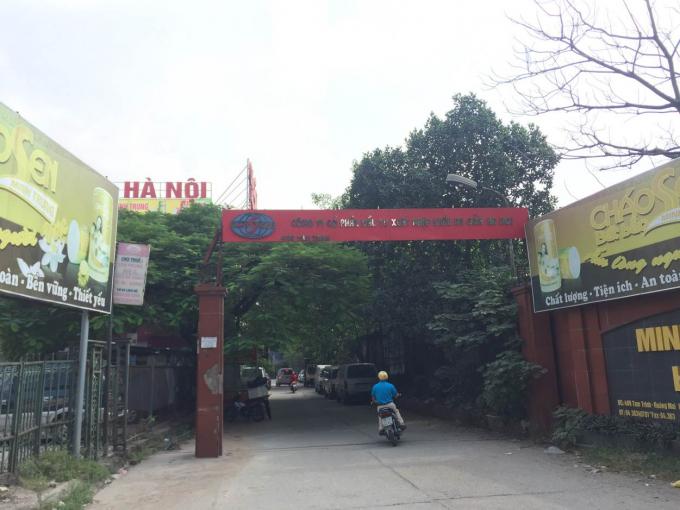 Cổng vào khu nhà ở tại ngõ 409 đường Nguyễn Tam Trinh.