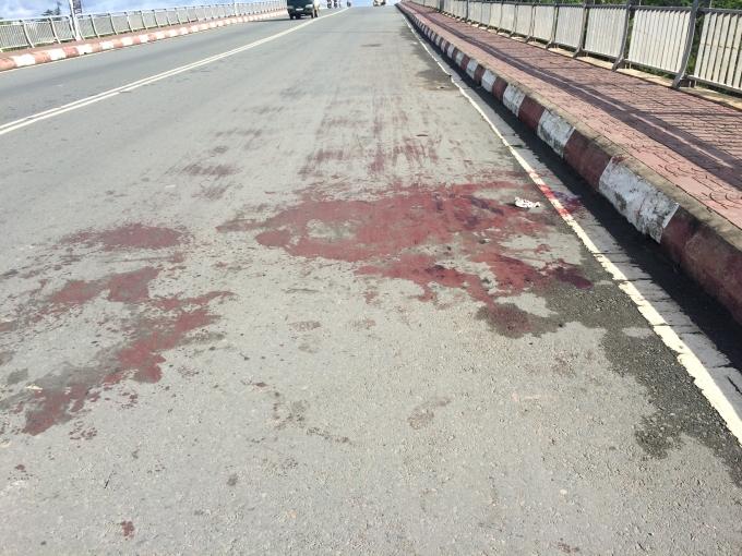 Rất nhiều vết máu của nạn nhân tại hiện trường.