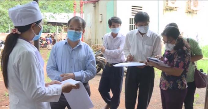 Cơ quan y tế triển khai việc kiểm tra, xử lý dịch bạch hầu.