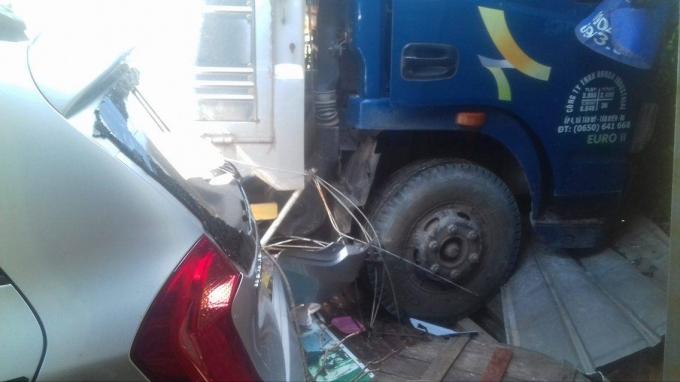 Bình Dương: Người dân phá cửa cứu tài xế sau tai nạn liên hoàn