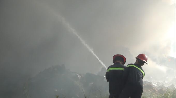 Sau hơn 4h với nỗ lực của lực lượng Cảnh sát PCCC, đám cháy được khống chế