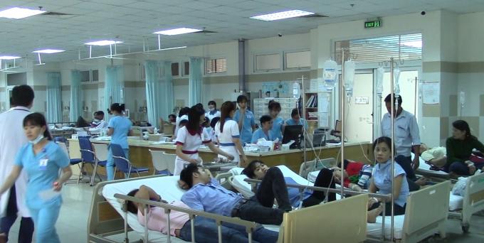 Hàng trăm công nhân đã nhập viện sau bữa ăn trưa.