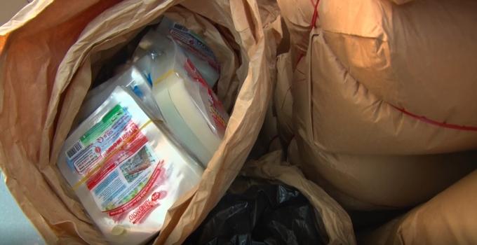 Cơ quan công an thu giữ nhiều bột ngọt giả, máy móc tại nhà đối tượng.