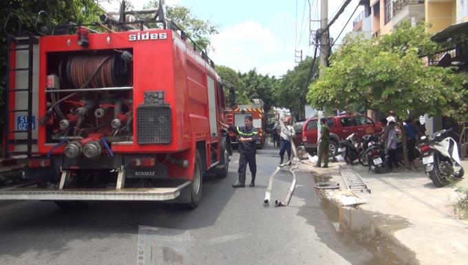 Lực lượng cảnh sát PCCC đã kịp thời dập tắt đám cháy ngay sau đó