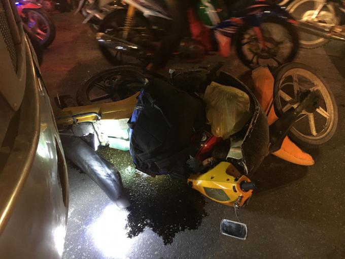 Xe máy của nạn nhân tại hiện trường.