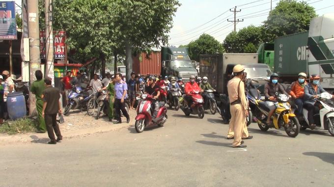 Lực lượng chức năng điều tiết giao thông qua khu vực