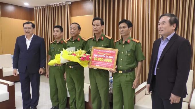 Chủ tịch UBND TP Đà Nẵng trao thưởng cho ban chuyên án