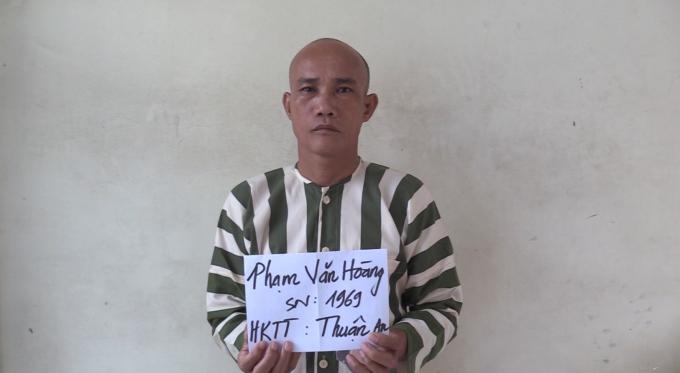 Phạm Văn Hoàng tại cơ quan công an