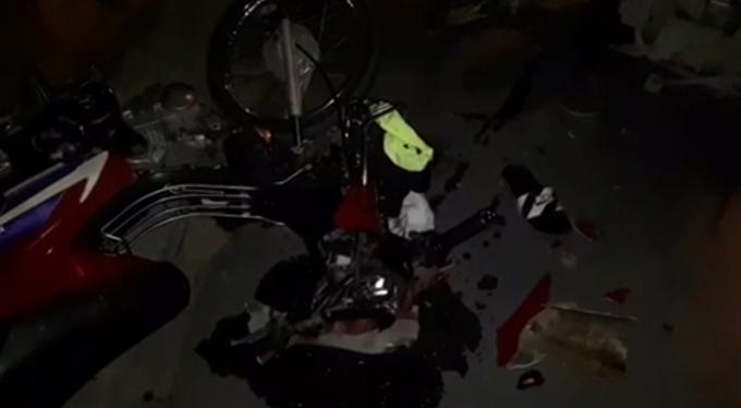 Xe máy hư hỏng nặng sau va chạm