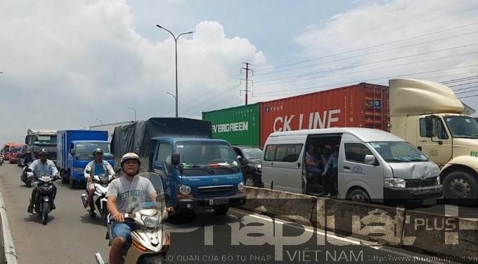 Giao thông qua khu vực và quốc lộ 1 ùn ứ nghiêm trọng
