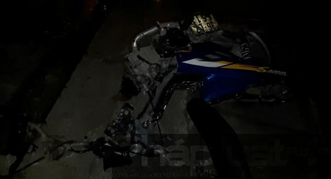 Sau va chạm xe máy của anh Minh hư hỏng, biến dạng