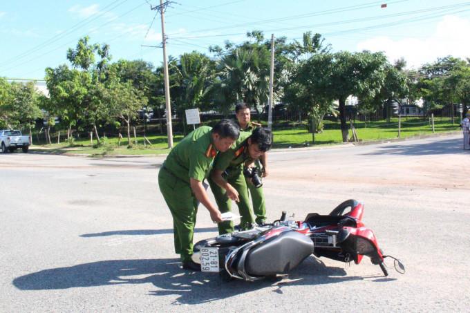 Lực lượng chức năng khám nghiệm hiện trường vụ việc
