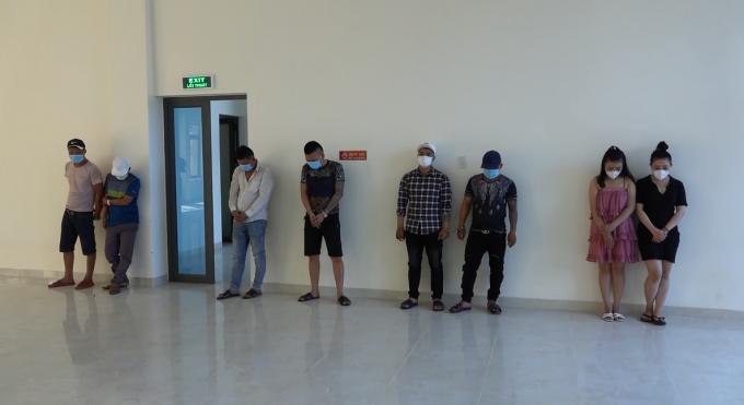 8 đối tượng bay lắc trong khách sạn khi tình hình dịch bệnh Covid-19 đang diễn biến phức tạp.