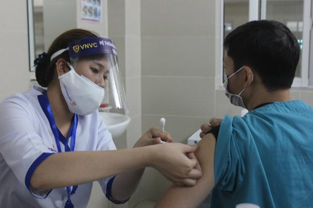 Tiêm vắc xin ngừa covid-19. Ảnh: Hùng Tâm