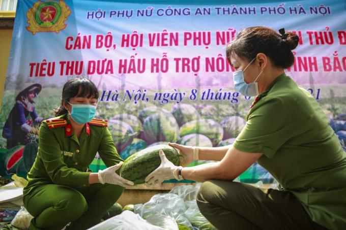 Hội Phụ nữ Công an Hà Nội sẽ tiếp tục tìm những giải pháp kết nối thúc đẩy tiêu thụ nông sản giúp bà con vùng dịch.
