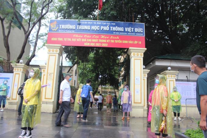 Điểm thi trường THPT Việt Đức (cổng số 1).