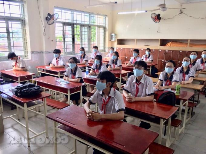 Thí sinh ôn thi kỳ thi tuyển sinh lớp 10.