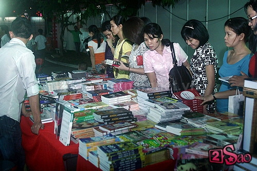 Sách lậu vẫn được bày bán tràn lan