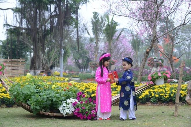 Với lễ hội hoa xuân, chắc chắn du khách sẽ có những giây phút hạnh phúc bên người thân.