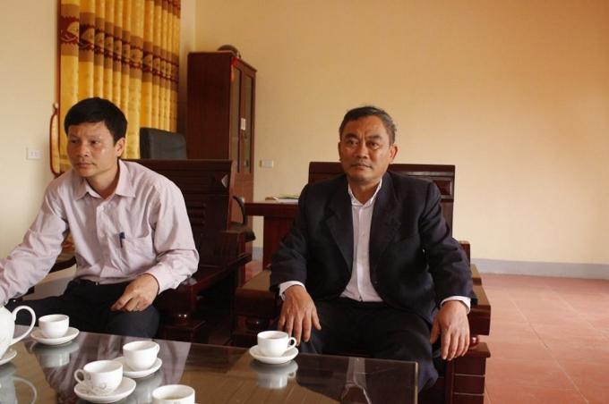 Ông Đoàn Minh Điểm, cán bộ địa chính xã Đồng Luận, huyện Thanh Thủy, Phú Thọ (từ bên phải sang).