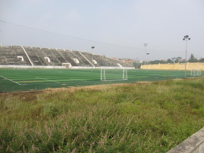 Toàn cảnh sân vận động trông như bị bỏ hoang