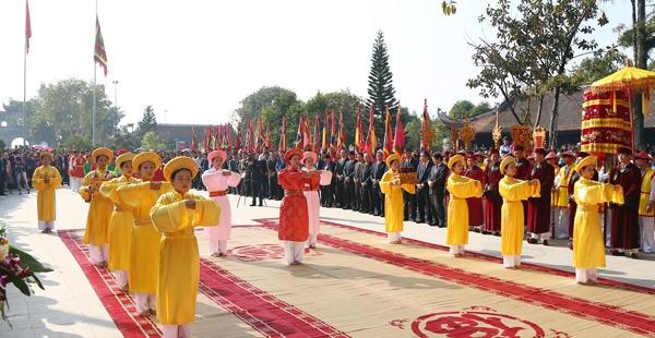 Đội tế nữ quan của Khu di tích lịch sử Đền Hùng thực hiện tế Mẫu Âu Cơ theo nghi lễ truyền thống.