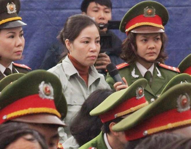 Nữ tử tù Nguyễn Thị Huệ tại phiên tòa xét xử.
