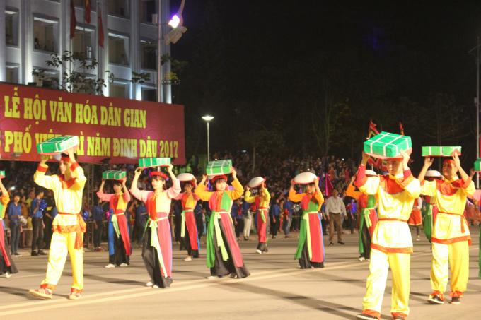 Lễ hội Đền Hùng 2017: Hàng nghìn người tham gia Lễ hội dân gian đường phố