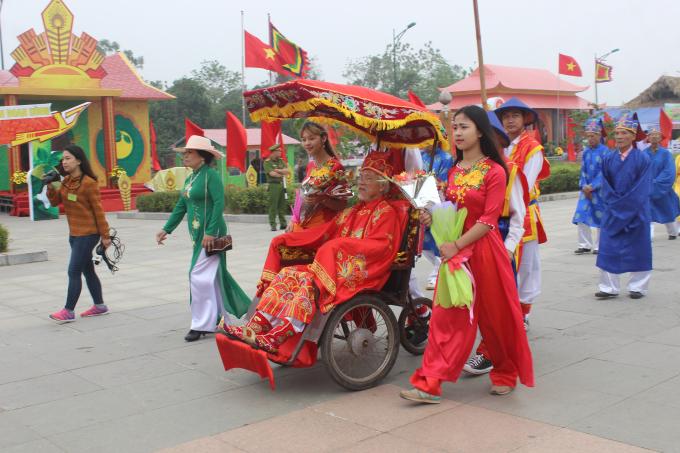 Rước kiệu là một nghi lễ truyền thống trong dịp Giỗ Tổ Hùng Vương hàng năm.