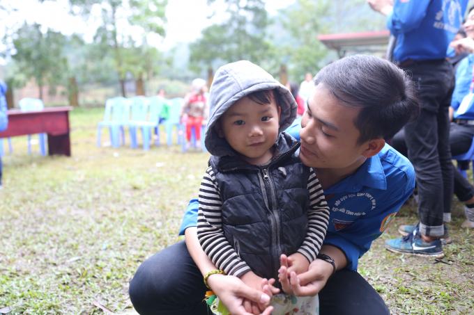 Sinh viên Phú Thọ mang Đông ấm đến với bà con vùng cao