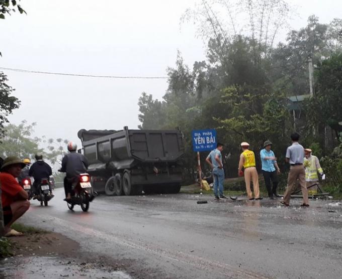 Hiện trường vụ tai nạn đã khiến tài xế xe tải tử vong. (Ảnh: FB)
