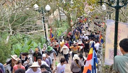 Yên Tử - Điểm đến du lịch tâm linh hội xuân 2016