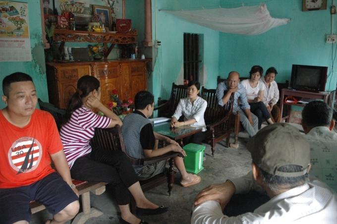 Rất đông bệnh nhân đang chờ để được lương y Hường thăm khám.