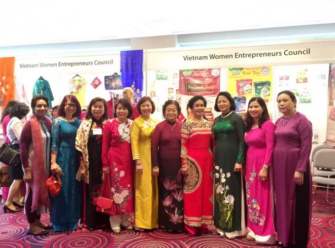 Phó Chủ tịch nước Đặng Thị Ngọc Thịnh và đoàn nữ Doanh nhân Việt Nam tại Hội nghị Thượng đỉnh Phụ nữ toàn cầu lần thứ 26.
