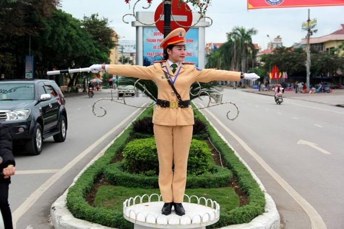 Hình ảnh đẹp về một nữ Cảnh sát Giao thông