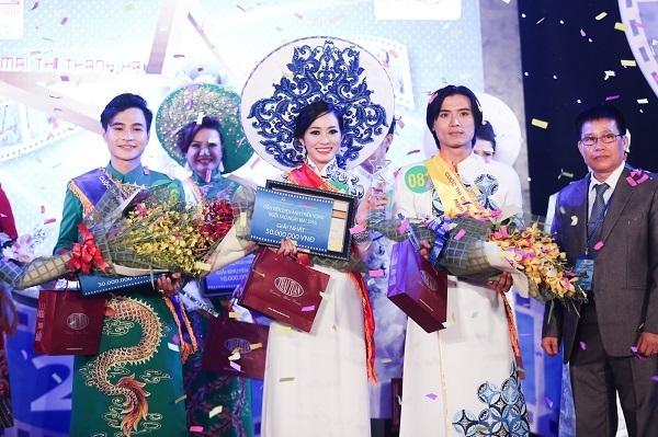 Giây phút đăng quang của Mai Thanh Hà.