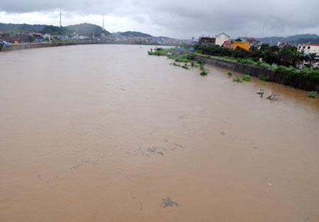 Mực nước lên cao tại các sông phía Nam (Ảnh: Internet).