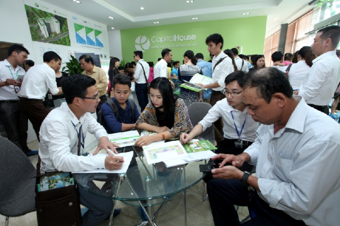 Các căn hộ trung cấp và bình dân thu hút đông đảo khách hàng quan tâm