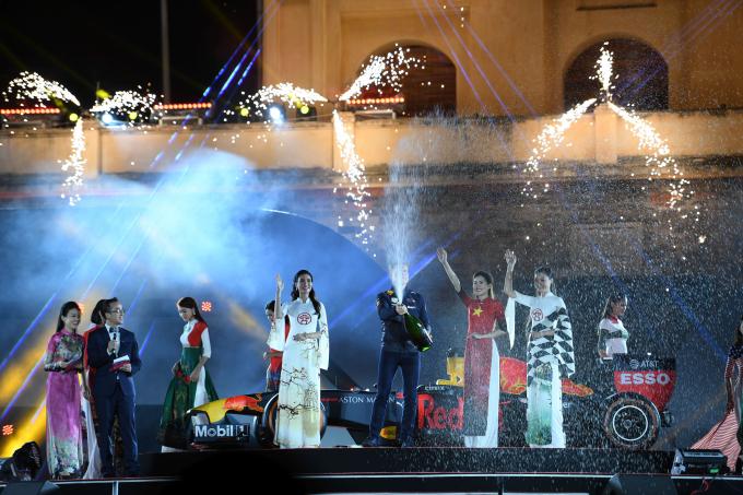 Lễ công bố đăng cai tổ chức giải đua xe công thức 1 (F1) tại Hà Nội năm 2020 được tổ chức hoành tráng.