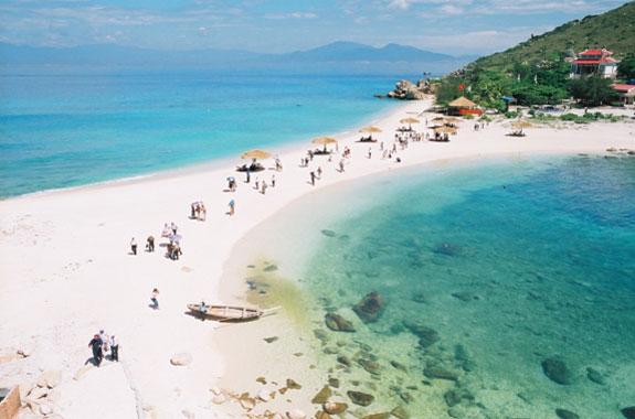 Dự kiến năm 2019, với việc đăng cai Năm Du lịch quốc gia 2019, Khánh Hoà sẽ đón 7 triệu lượt khách du lịch, trong đó có khoảng 50% là khách du lịch quốc tế.