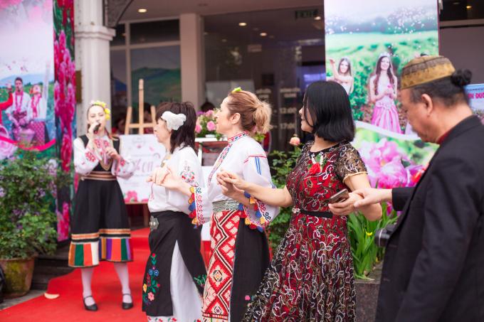 Khô-rô là một điệu múa tập thể, tiêu biểu cho văn hóa dân gian Bungari