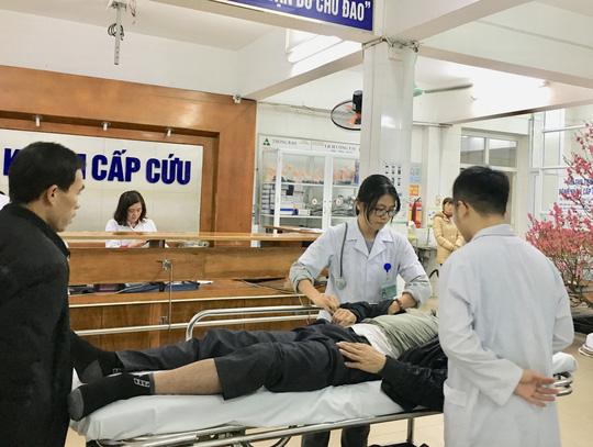 Bệnh viện Việt Đức liên tục tiếp nhận các ca cấp cứu TNGT.