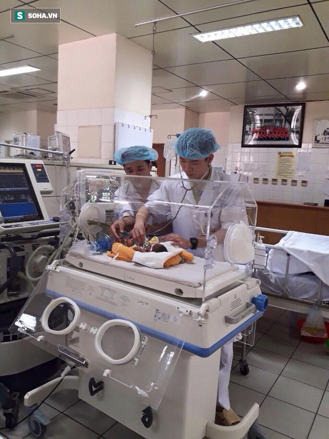 BS Lương vẫn làm việc bình thường và cứu chữa người bệnh trong tua trực ngày chủ nhật 18/3. Nguồn ảnh: BS Hoàng Công Tình.